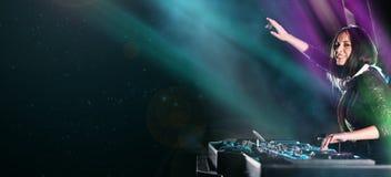 το DJ αναμιγνύει τη διαδρομ στοκ φωτογραφία με δικαίωμα ελεύθερης χρήσης