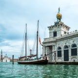 Το Dogana DA χαλά (τελωνειακό σπίτι) τη Βενετία στοκ εικόνες