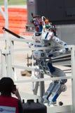 Το DRC Hubo πρόκλησης ρομποτικής DARPA ολοκληρώνει το σκαλοπάτι αναρριχείται Στοκ Φωτογραφίες