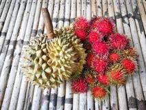 Το Durian και rambutans γλυκός και εύγευστος ήταν βασιλιάς των φρούτων στοκ φωτογραφία