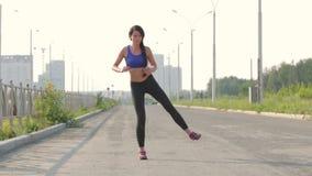 το ealthy κορίτσι πηγαίνει αθλητισμός τρόπου ζωής φιλμ μικρού μήκους