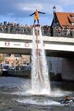 Το Flyboard παρουσιάζει στον ποταμό Brda - Bydgoszcz Στοκ Φωτογραφία