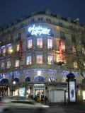 Το Galeries Λαφαγέτ άναψε επάνω γύρω από το χρόνο Χριστουγέννων στο Παρίσι στοκ φωτογραφίες