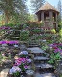 Το gazebo στον καταρράκτη του χρονικού κήπου στοκ φωτογραφία με δικαίωμα ελεύθερης χρήσης