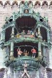 Το Glockenspiel σε Marienplatz, Μόναχο, Γερμανία Στοκ Εικόνες