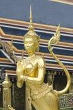 Το Goden Kinnaree στο ναό του σμαραγδένιου Βούδα (Wat Phra Kaew), ΜΠΑΝΓΚΟΚ, ΤΑΪΛΑΝΔΗ Στοκ Φωτογραφίες