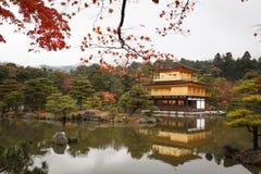 Το goldern περίπτερο, ναός Kinkakuji στο Κιότο, Ιαπωνία Στοκ Φωτογραφία