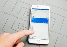 Το Google μεταφράζει app στο iPhone 7 συν τα προγράμματα εφαρμογών Στοκ φωτογραφίες με δικαίωμα ελεύθερης χρήσης