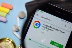 Το Google πηγαίνει: Ένας ελαφρύτερος, γρηγορότερος τρόπος να αναζητηθεί dev app με την ενίσχυση στην οθόνη Smartphone στοκ εικόνα