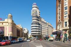 Το Gran μέσω στη Μαδρίτη μια ηλιόλουστη θερινή ημέρα Στοκ εικόνες με δικαίωμα ελεύθερης χρήσης