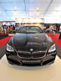 Το gran coupe της BMW 640i στην επίδειξη κατά τη διάρκεια του γιοτ της Σιγκαπούρης παρουσιάζει σε έναν βαθμό 15 όρμο Sentosa λεσχώ Στοκ εικόνα με δικαίωμα ελεύθερης χρήσης