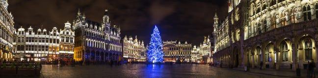Το Grote markt τοποθετεί σε ένα υψηλό πανόραμα καθορισμού των Βρυξελλών Βέλγιο βραδιού Χριστουγέννων στοκ εικόνα