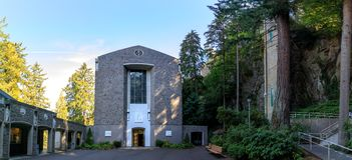 Το Grotto, είναι η καθολικά υπαίθρια λάρνακα και ένα άδυτο που βρίσκονται νότια περιοχή του Μάντισον του Πόρτλαντ, Όρεγκον, Ηνωμέ στοκ εικόνες