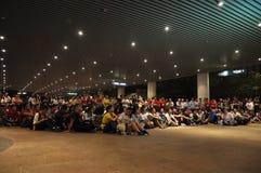 Το Guangzhou Evergrande κερδίζει AFC Champions League, αποτελέσματα έξω από το στάδιο που περιμένουν τους ανεμιστήρες παιχνιδιών Στοκ Φωτογραφίες