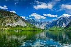 Το Hallstatter βλέπει τη λίμνη βουνών στην Αυστρία Στοκ Φωτογραφίες