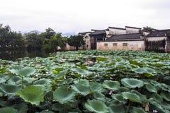 Το Hongcun με τη λίμνη στην επαρχία Anhui, Κίνα Στοκ Φωτογραφία