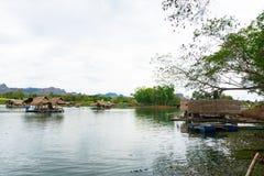 Το Huai Muang, λίμνη της Ταϊλάνδης με το σπίτι βαρκών η θέση χαλαρώνει στοκ εικόνα με δικαίωμα ελεύθερης χρήσης