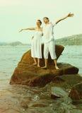 Το Instagram το εκλεκτής ποιότητας ζεύγος στο πορτρέτο παραλιών Στοκ Εικόνες