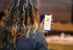 Το iPhone Χ της Apple πηγαίνει στην παγκόσμια γάτα Animoji πώλησης Στοκ εικόνες με δικαίωμα ελεύθερης χρήσης
