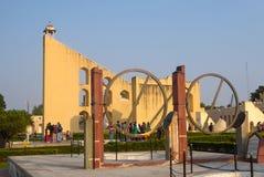 Το Jantar Mantar, σύνθετο των αρχιτεκτονικών με τη λειτουργία των αστρονομικών οργάνων στο Jaipur, Ινδία στοκ εικόνα