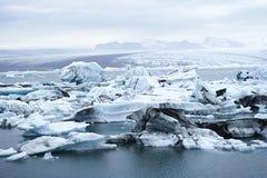 Το Jokulsarlon είναι μεγάλη παγετώδης λίμνη στη νοτιοανατολική Ισλανδία Στοκ φωτογραφία με δικαίωμα ελεύθερης χρήσης