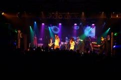 Το Jookbox City's Kahnma Κ και Rawnie Paton τραγουδά ως παιχνίδια ζωνών επάνω στοκ φωτογραφία