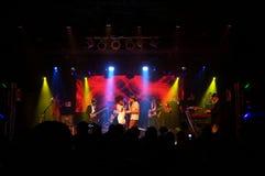 Το Jookbox City's Kahnma Κ και Rawnie Paton τραγουδά ως παιχνίδια ζωνών επάνω στοκ φωτογραφίες