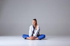 Το karate κορίτσι με τη μαύρη ζώνη Στοκ εικόνες με δικαίωμα ελεύθερης χρήσης