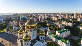 Το Khabarovsk, τετραγωνικός, ορθόδοξος καθεδρικός ναός Slavy, στεγάζει το ραδιόφωνο Στοκ φωτογραφία με δικαίωμα ελεύθερης χρήσης
