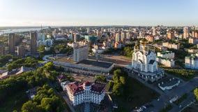 Το Khabarovsk, τετραγωνικός, ορθόδοξος καθεδρικός ναός Slavy, στεγάζει το ραδιόφωνο Στοκ Φωτογραφία