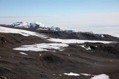 το kilimanjaro παγετώνων επικολλά τη σύνοδο κορυφής στοκ εικόνα