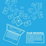 Το lap-top στέλνει το μάρκετινγκ ηλεκτρονικού ταχυδρομείου Στοκ εικόνες με δικαίωμα ελεύθερης χρήσης