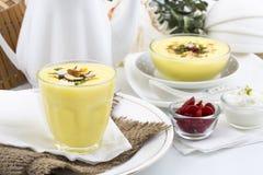 Το Lassi γλυκό πίνει τα τρόφιμα Στοκ Φωτογραφίες