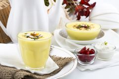 Το Lassi γλυκό πίνει τα τρόφιμα Στοκ φωτογραφία με δικαίωμα ελεύθερης χρήσης