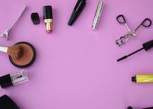 Το Makeup και το επίπεδο καλλυντικών βάζουν με το διάστημα αντιγράφων Στοκ Εικόνες