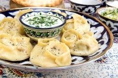 Το Manti ή Mantu είναι μπουλέττες δημοφιλείς στις περισσότερες κουζίνες της Ασίας Στοκ Εικόνες
