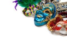 Το Mardi Gras ή καρναβάλι καλύπτει στο λευκό Στοκ Εικόνες