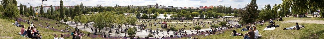 Το Mauerpark φεύγει το πανόραμα της Κυριακής αγοράς Στοκ φωτογραφία με δικαίωμα ελεύθερης χρήσης