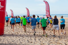 Το Meia Maratona DAS Areias - μισός μαραθώνιος των άμμων - αρχίζει τη γραμμή Στοκ φωτογραφίες με δικαίωμα ελεύθερης χρήσης