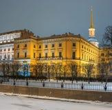 Το Mikhailovsky Castle γνωστό επίσης ως μηχανικός Castle Πετρούπολη Ρωσία ST Φωτογραφία νύχτας Στοκ Εικόνες