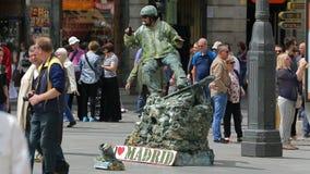 Το Mimes τετραγωνικό Puerta del Sol διασκεδάζει το κοινό στη Μαδρίτη, Ισπανία απόθεμα βίντεο