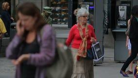 Το Mimes τετραγωνικό Puerta del Sol διασκεδάζει το κοινό στη Μαδρίτη, Ισπανία φιλμ μικρού μήκους