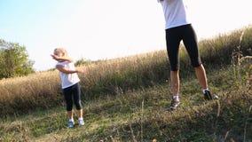 Το Mom και η κόρη συμμετέχουν στην ικανότητα απόθεμα βίντεο