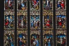 Το Mozaic των παλαιών καθολικών σκηνών Biblic θρησκείας με τον Ιησού και τους προφήτες έκανε από το ζωηρόχρωμο λεκιασμένο γυαλί στοκ εικόνες με δικαίωμα ελεύθερης χρήσης