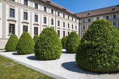 Το NA κήπων ραντίζει στο Κάστρο της Πράγας Στοκ Φωτογραφίες