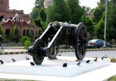 Το Nawab του πυροβόλου Bahawalpur στις ρόδες για τον πόλεμο, πυροβόλο του Castle για υπερασπίζει Αρχαίο βαρέλι πυροβόλων όπλων το στοκ εικόνα