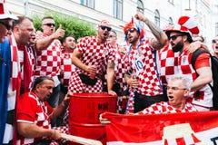 Το Nizhny Novgorod, Ρωσία - τον Ιούνιο του 2018 - κροατικοί ανεμιστήρες γιορτάζει το τ στοκ φωτογραφία με δικαίωμα ελεύθερης χρήσης