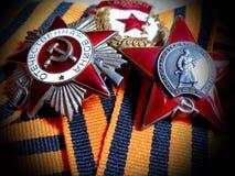 Το Orden του κόκκινου αστεριού `, σημάδι ` ` φρουρεί ` και Orden του μεγάλου πατριωτικού πολέμου ` ` στην κορδέλλα του ST George  στοκ φωτογραφία με δικαίωμα ελεύθερης χρήσης