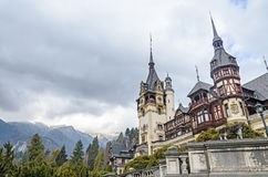 Το Peles Castle από Sinaia Ρουμανία, Καρπάθια βουνά Στοκ φωτογραφίες με δικαίωμα ελεύθερης χρήσης