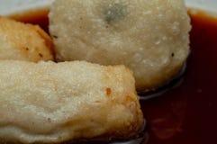 Το Pempek Πάλεμπανγκ είναι παραδοσιακά τρόφιμα από το νότο Sumatra, Ινδονησία στοκ εικόνες